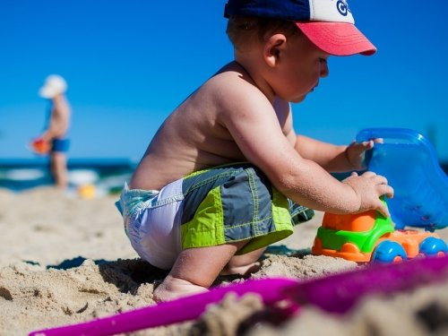 Baby-playing-on-the-beach.jpg